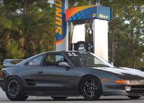 新车资讯:观看世界上最快的丰田MR2摧毁大道