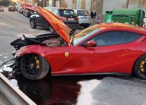 新车资讯:洗车工人将足球明星的法拉利812超速撞向其他五辆车