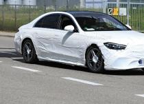 新车资讯:2021年梅赛德斯-奔驰S级W223原型机揭示了前灯和尾灯
