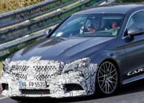 新车资讯:改款奔驰AMG C63轿跑车在赛道上伸展双腿